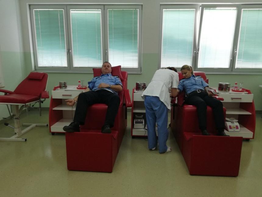 Policajci iz Gradiške dali krv