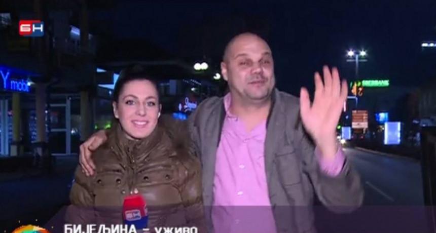 Mladić koji je upao u kadar BN TV zaprosio novinarku