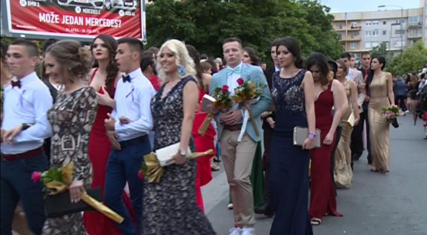 Bijeljinski gimnazijalci proslavili maturu