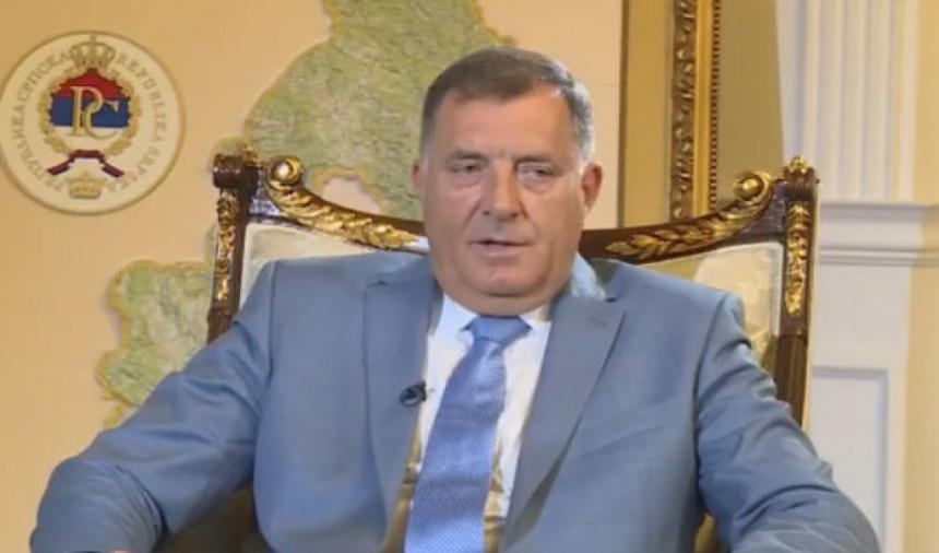 Milorad Dodik se ponovo posipa pepelom