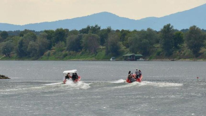 Prevrnuo se čamac u Dunavu, nestalo šest migranata
