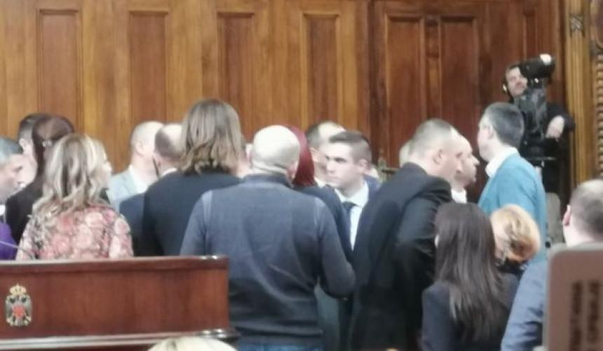 Obradović ušao i izazvao haos u Skupštini Srbije