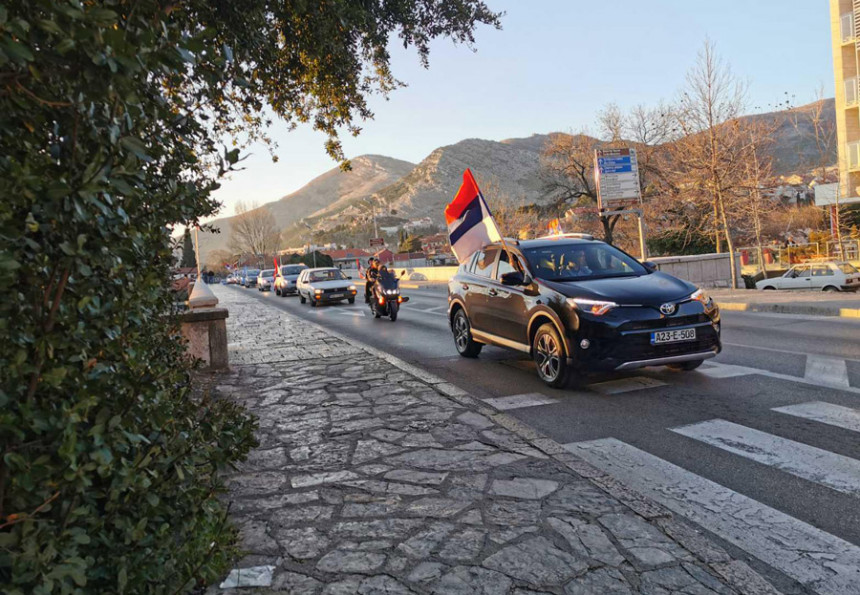 Kolone vozila u čast Republike Srpske