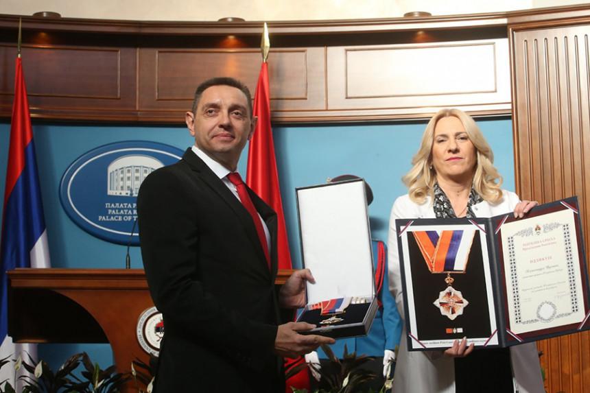 Vulinu Orden zastave RS sa zlatnim vijencem