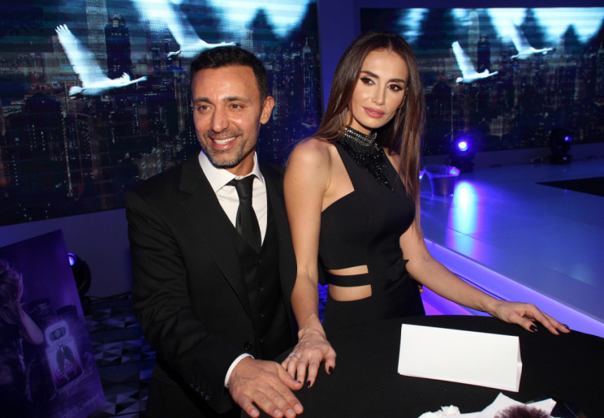 Nakon razvoda Mustafa obasipa Eminu poklonima, dobila sat od 45.000 evra!
