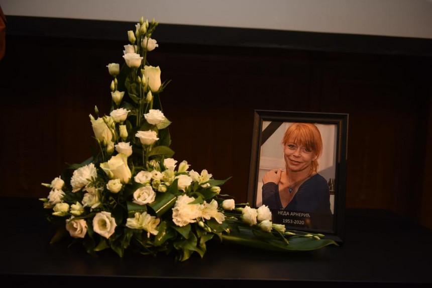 Posljednje zbogom Nedi Arnerić