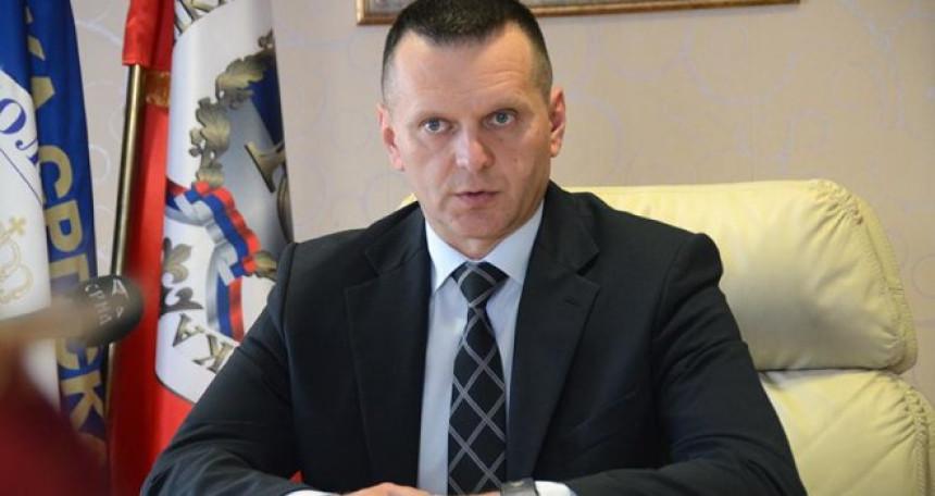 Лукач: Мораћемо повући полицајце, проблеми са мигрантима биће већи