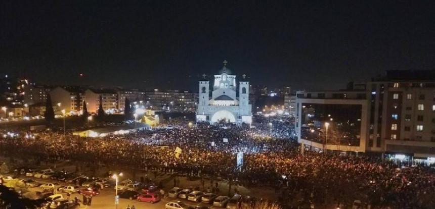 Podgorica piše istoriju: Oko hrama 60.000 ljudi
