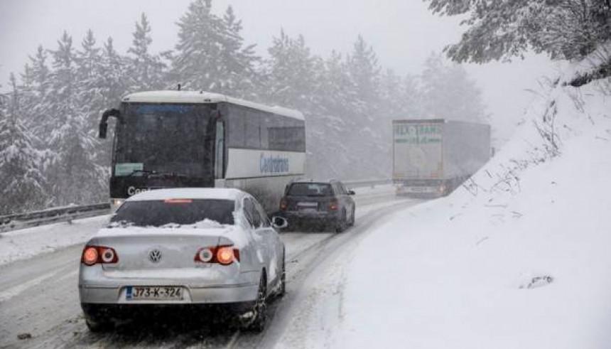 Snijeg otežava saobraćaj na Romaniji