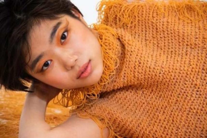 Japanska studentkinja od gumenih trakica kreira odeću!