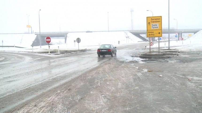 Због два удеса прекинут саобраћај на путу Тузла-Сребреник