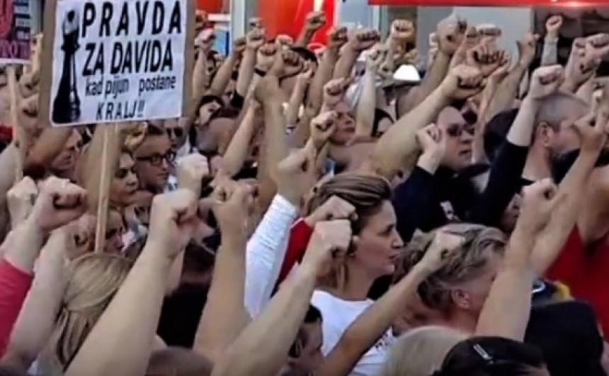 Oslobođen aktivista grupe PRAVDA ZA DAVIDA