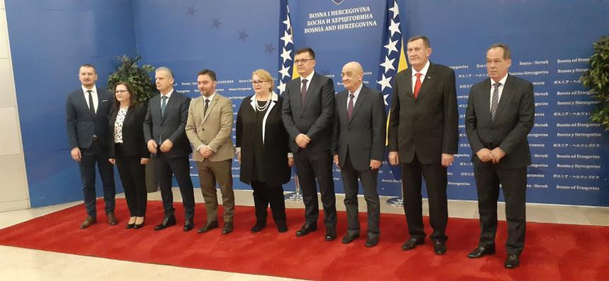 Život komisije za NATO stao kada je SNSD ušao u SM?