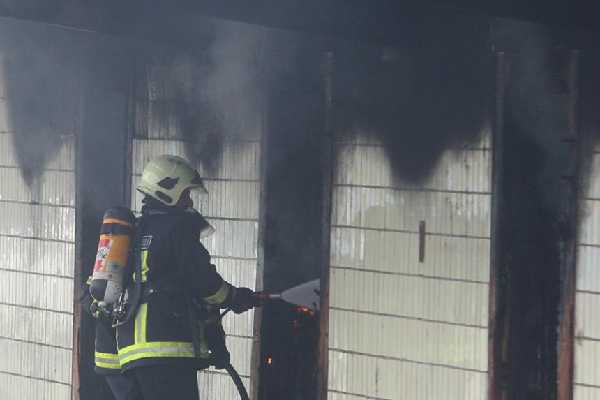 Srbac: Policija utvrđuje da li je vatra podmetnuta u preduzeće