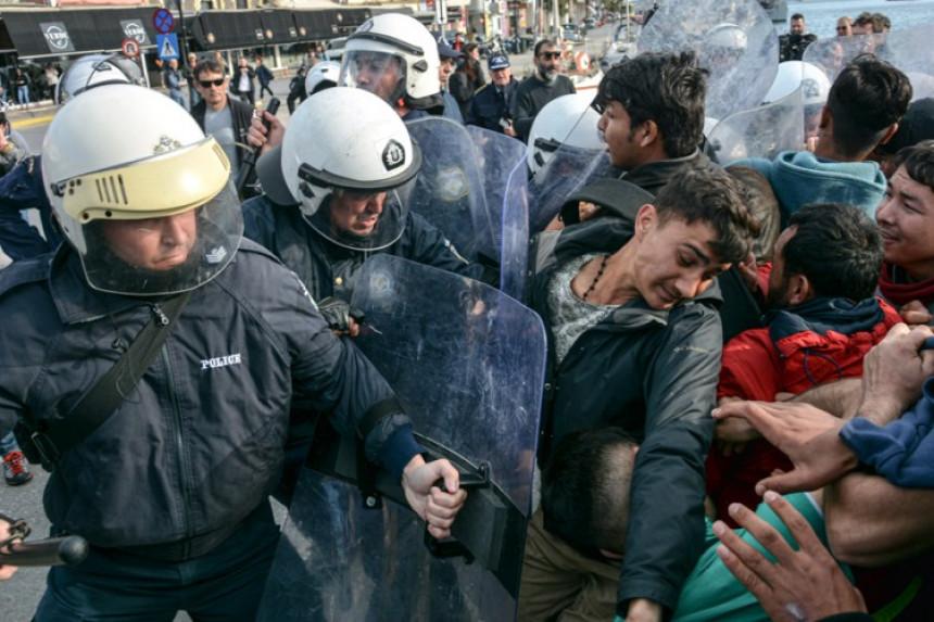 Grčka: Omamljujuće granate i suzavac na migrante