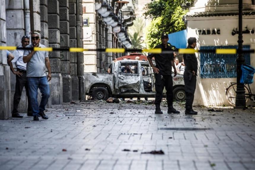 Muškarac se raznio bombom ispred ambasade SAD