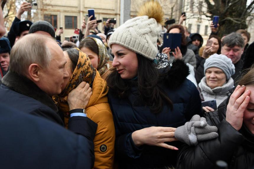 Djevojka zaprosila Putina, pogledajte njegovu reakciju