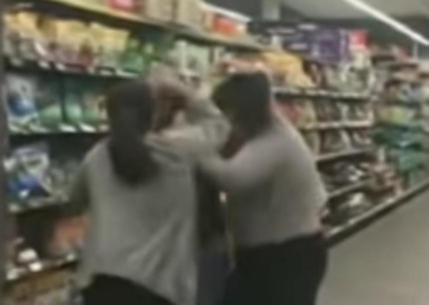Žene se potukle oko toalet papira! (VIDEO)