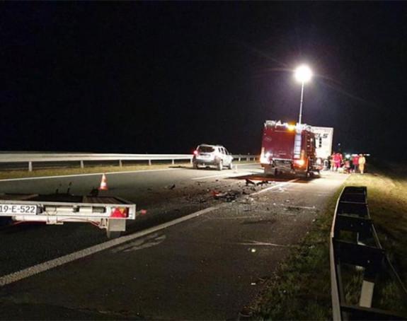 Automobil se zabio u kamion na autoputu u Hrvatskoj