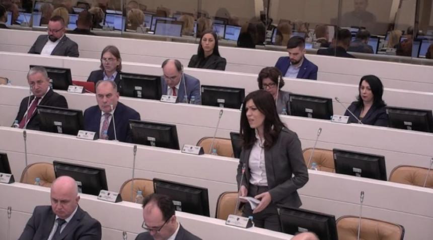 Sanja Vulić: Milorad Dodik je za mene Bog! (VIDEO)