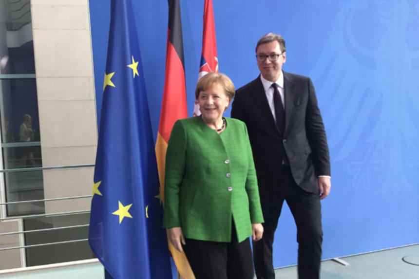 Odložen za sutra  video razgovor Vučića i Merkelove
