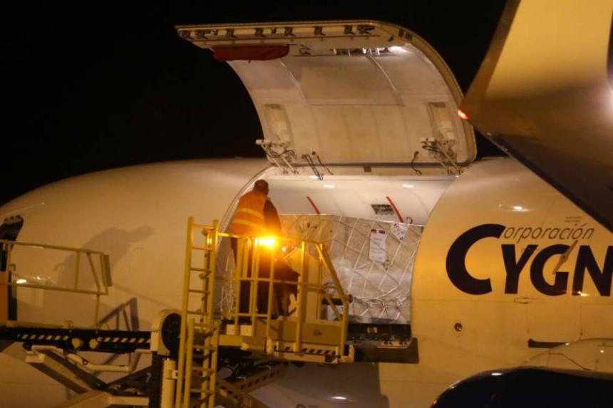 Sletio drugi avion sa opremom za pokretnu bolnicu