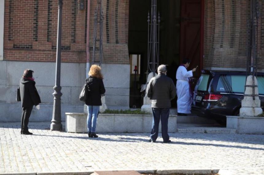 Tužne slike iz Španije: Kovčezi se samo smenjuju