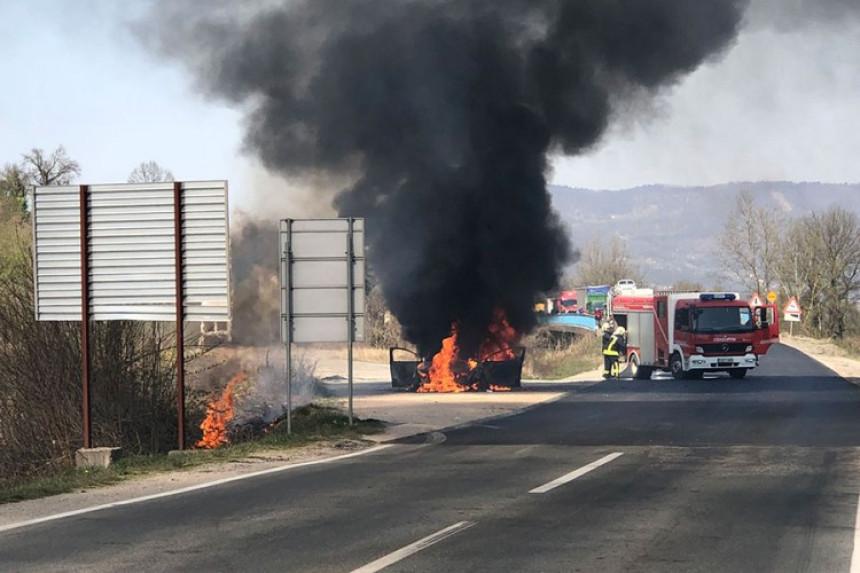 Zapalio se ford mondeo tokom vožnje kod Doboja