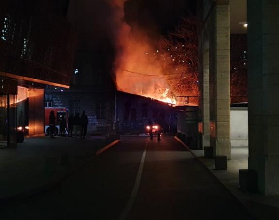 Sarajevo: U napuštenom skladištu izbio požar