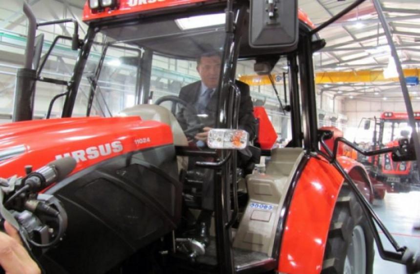 Vlada RS pomogla porodici Dodik da kupi traktor