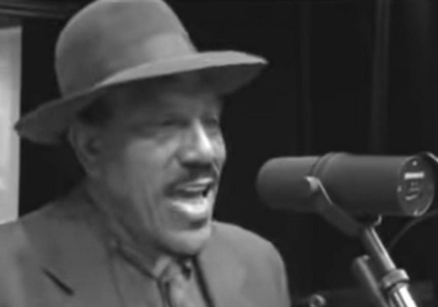 Legendarni muzičar preminuo od srčanog udara!