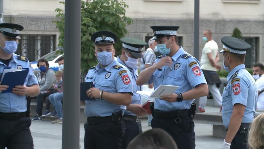 Policija i večeras legitimisala članove grupe PZD