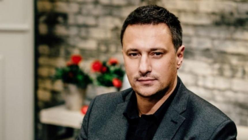 Korona, poslednji čin: Andrija novom pesmom nasmejao fanove! (VIDEO)