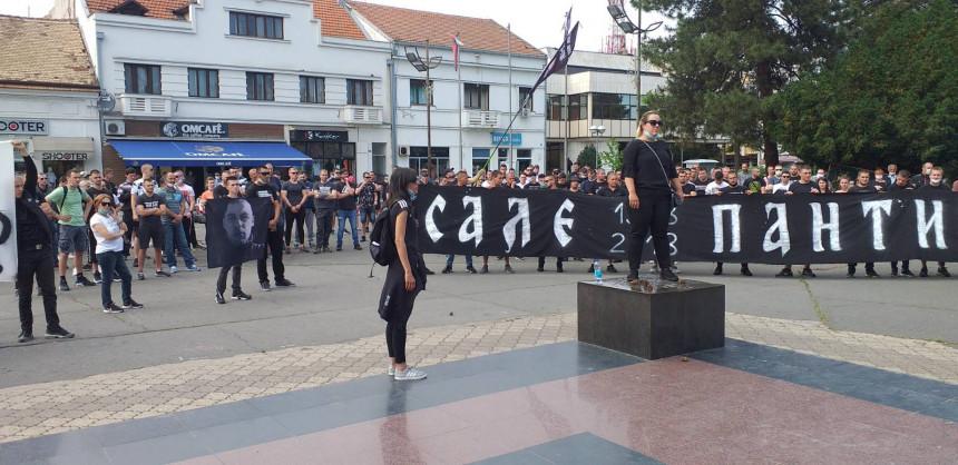 Bijeljina: Mirni protesti ispred Okružnog suda