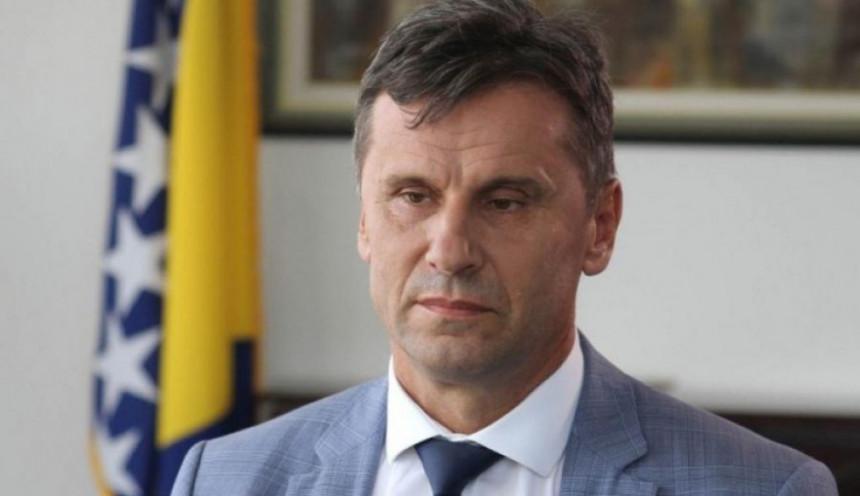 Uhapšeni premijer FBiH Fadil Novalić, Fahrudin Solak i Fikret Hodžić |  Radio Televizija BN