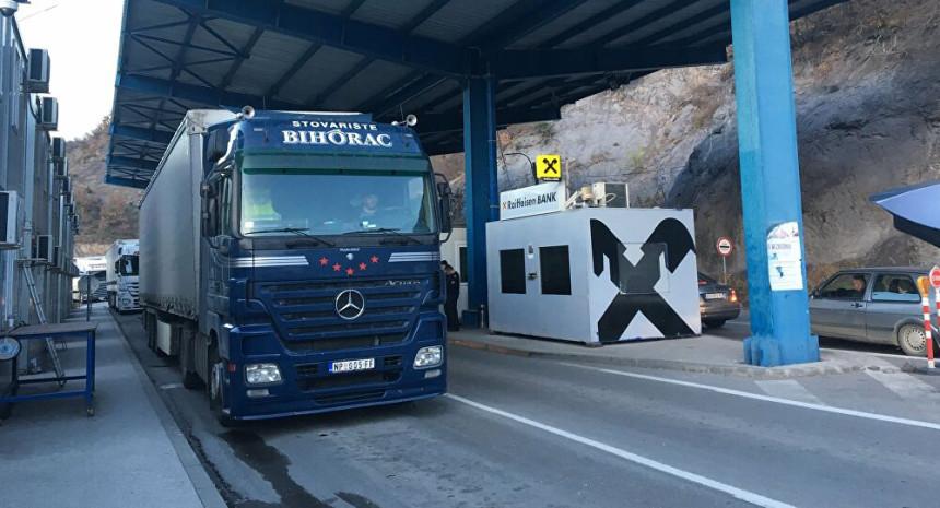 Kamioni iz Srbije zaustavljeni na prelazu Jarinje