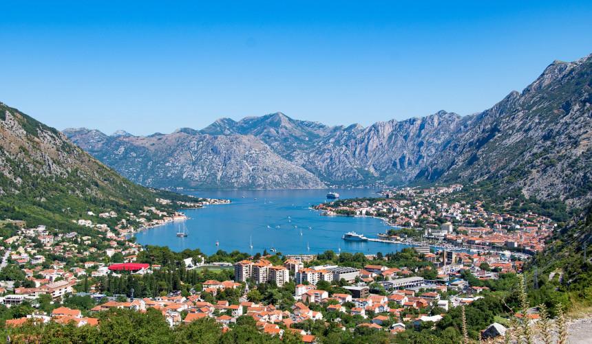 Turisti počeli da stižu odmah poslije ponoći u Crnu Goru