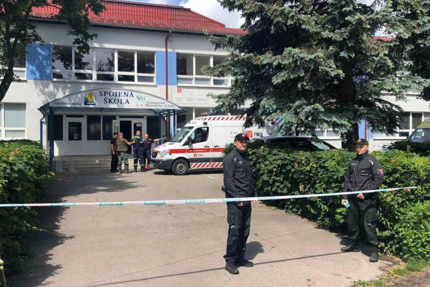 Napad nožem u školi, ubijen zamjenik direktora