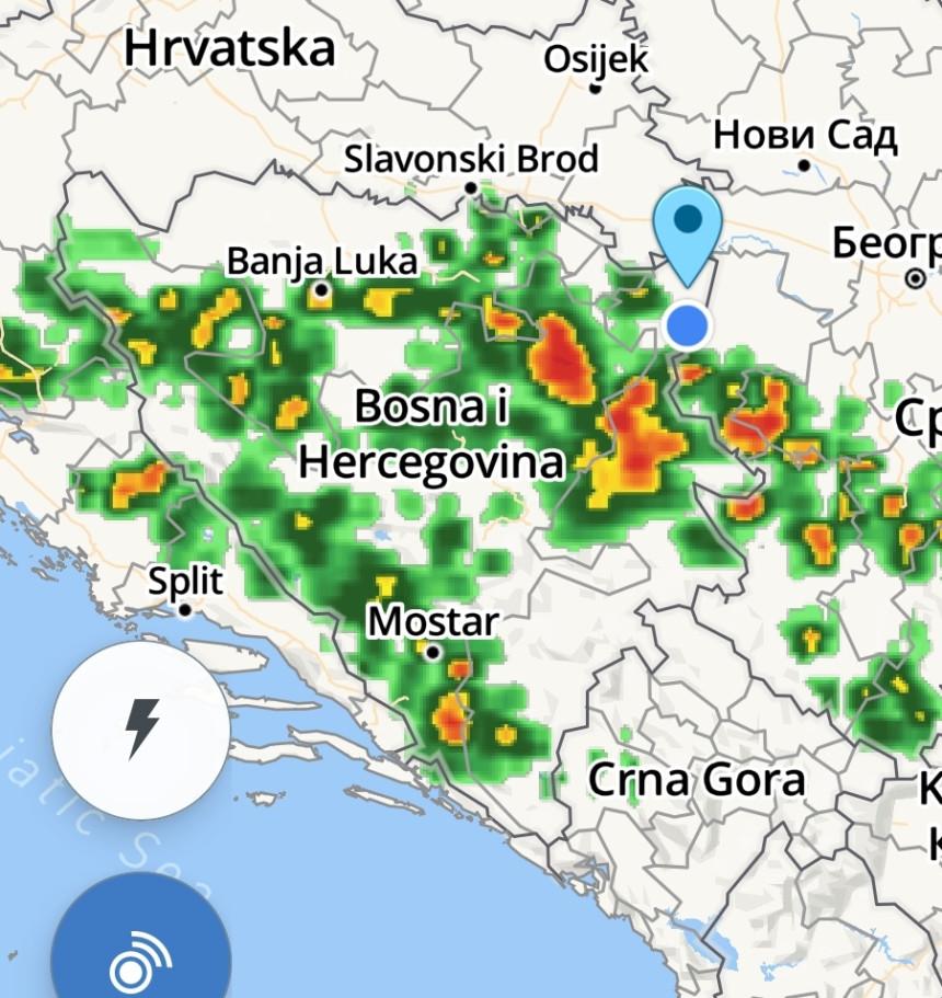 Na sjeveroistoku BiH popodne jaki pljuskovi i grmljavina