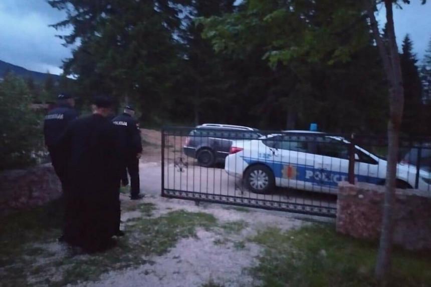 Hapse sveštenike, narod se okupio u više gradova CG