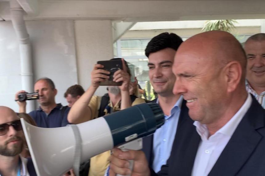 Ponovo haos u Budvi: Probijen kordon policije (VIDEO)