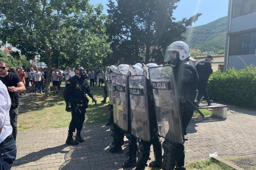 Nastavljeni neredi u Budvi, na građane bačen suzavac