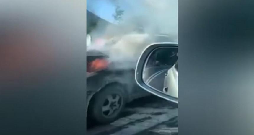 Stravični snimci na mjestu nesreće, poginuo motociklista