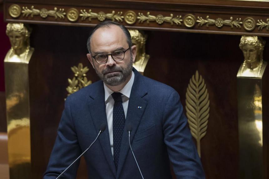 Премијер поднио оставку, пала влада Француске