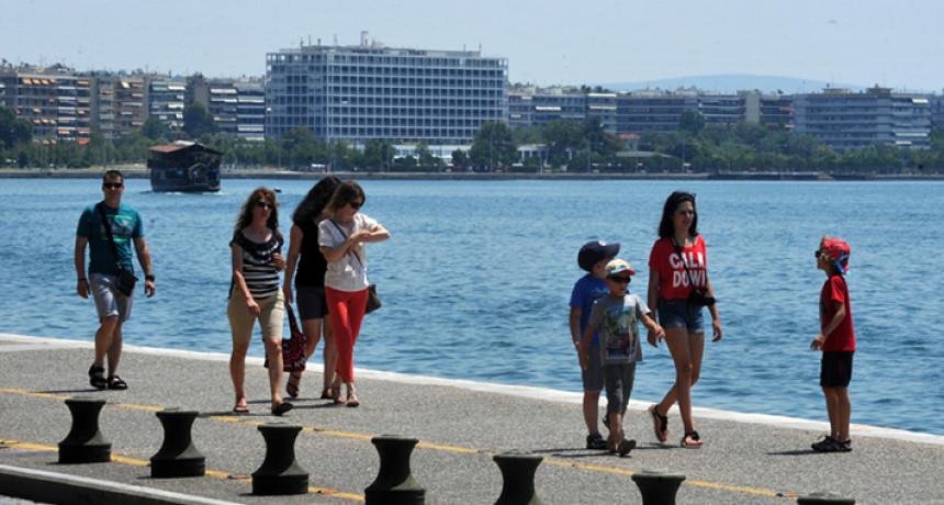 Sve više turista zaraženo, među njima žena iz Srbije