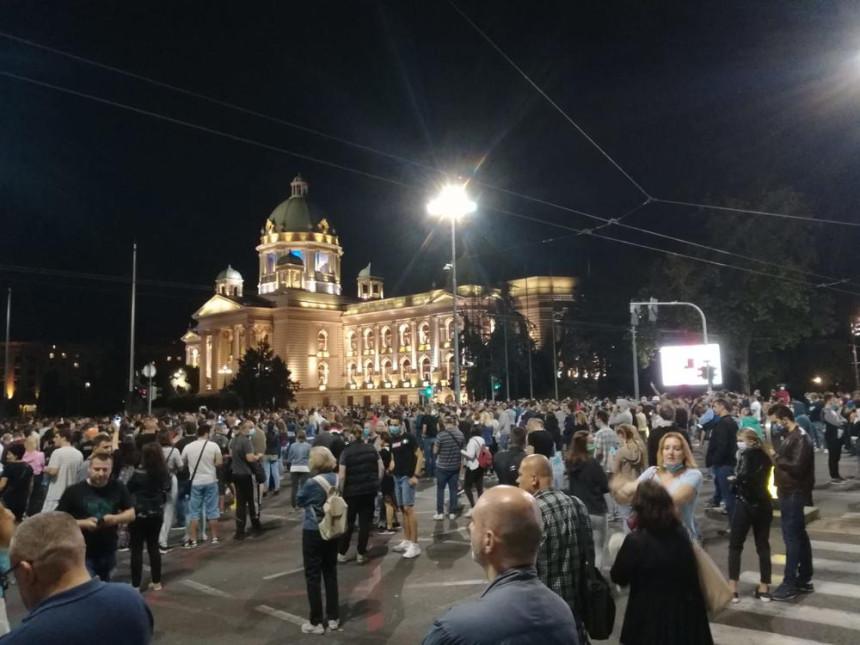 Beograd: Protest građana zbog najavljenih mjera