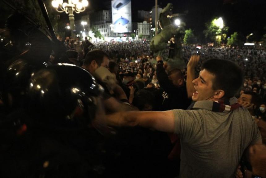 Насиље на улицама Београда у свјетским медијима