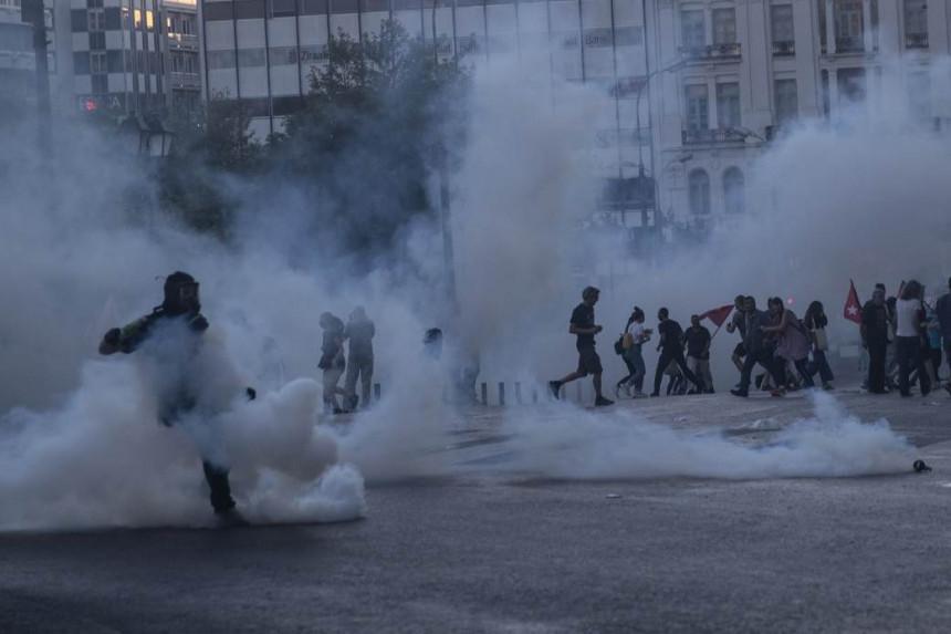 Grčka ključa: Demonstranti sinoć ispred Parlamenta