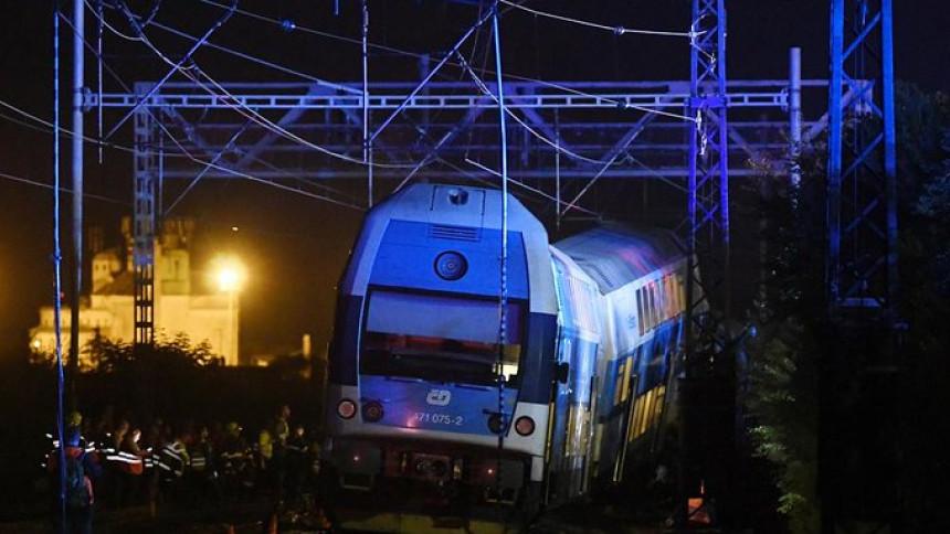 Povrijeđeno više od 60 osoba u sudaru dva voza kod Praga