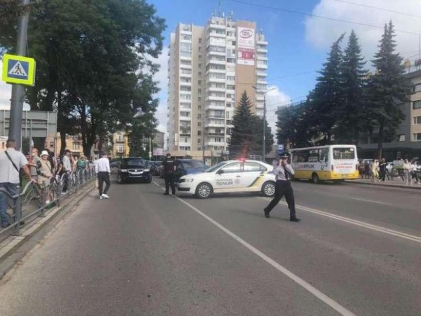 Talačka kriza u Ukrajini: Naoružan drži 20 putnika